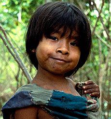 Un giovane indio della tribù Guarani-Kaiowà del Mato Grosso, Brasile
