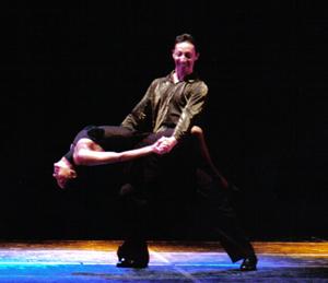 I ballerini brasiliani Naldi e Nete durante il loro spettacolo.