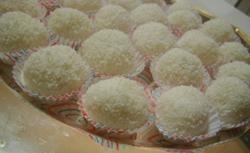Beijinhos de coco, pasticcini tradizionali brasiliani