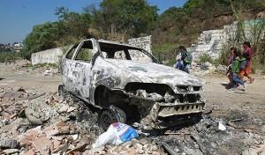 Auto incendiata a San Paolo, Brasile